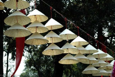 CHUONG CONICAL HAT MAKING VILLAGES & PERFUME PAGODA TOUR