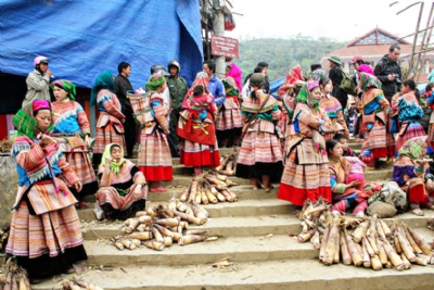 SAPA - BAC HA MARKET 2 DAYS - 2 NIGHTS BY BUS