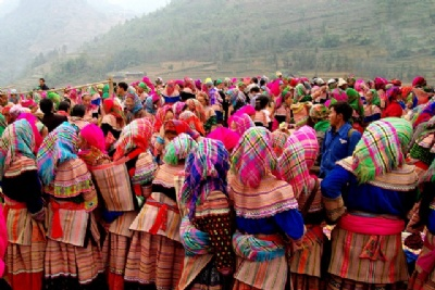 SAPA - BAC HA MARKET 3 DAYS - 2 NIGHTS BY BUS