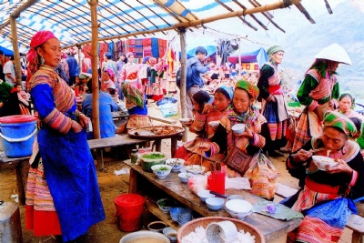 SAPA - BAC HA MARKET 2 DAYS - 1 NIGHT BY BUS