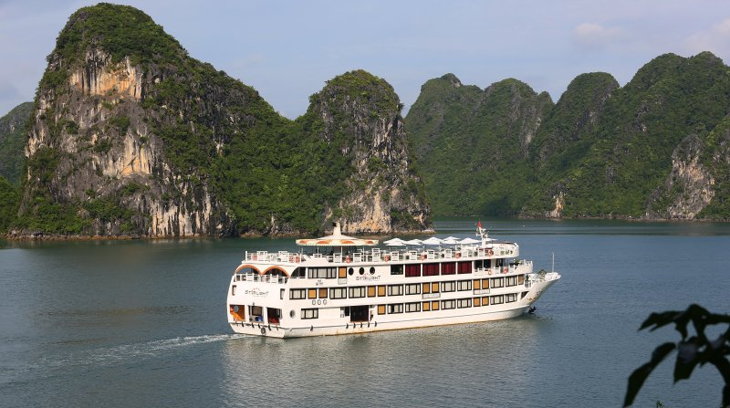 LUXURY  BAI TU LONG BAY  2 DAYS - 1 NIGHT TOUR SLEEP ON 5 STAR CRUISE 3
