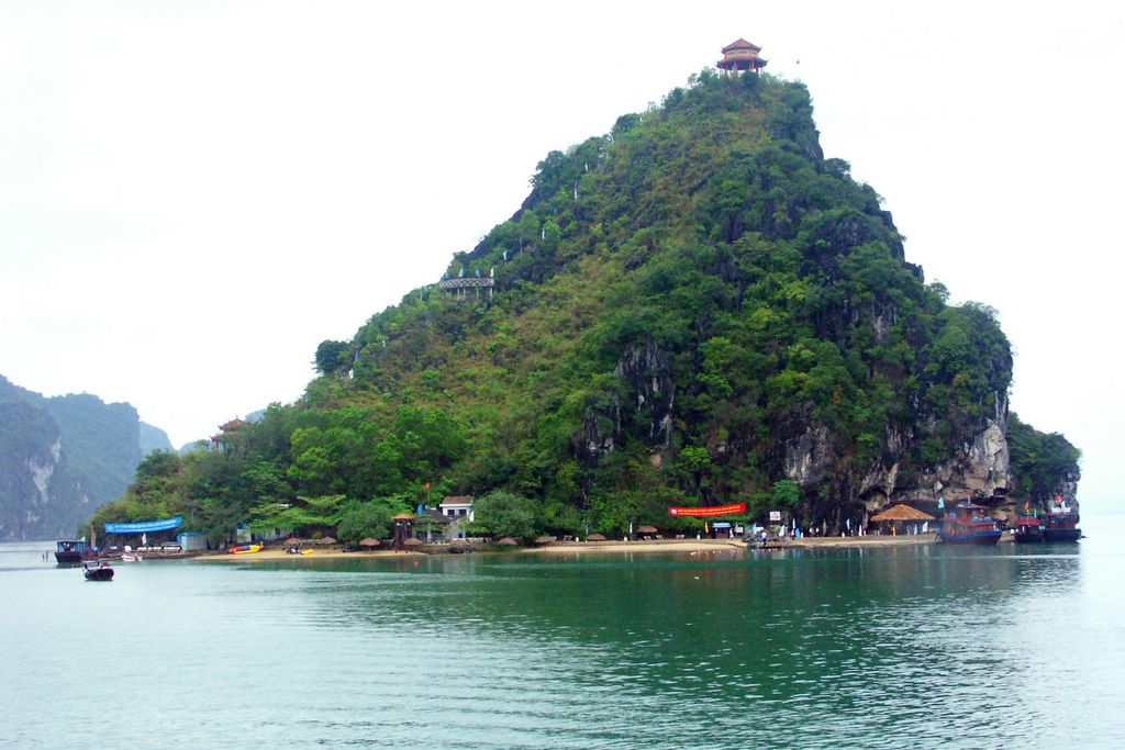 LUXURY HA LONG BAY 1 DAY TOUR 14