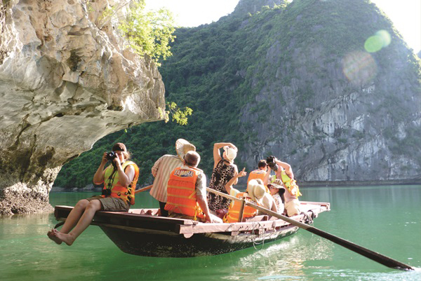 LUXURY HA LONG BAY 1 DAY TOUR 9